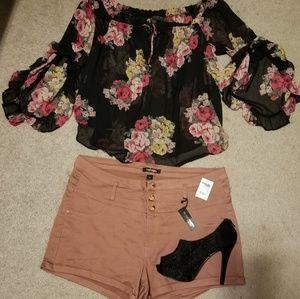Black sheer floral blouse 💄